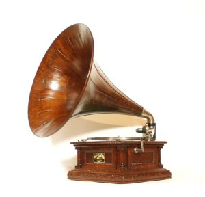 1905 Victor D Phonograph With Original Spear Tip Oak Horn