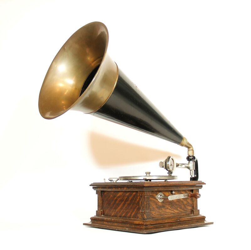1902 Rigid Arm Victor E Phonograph