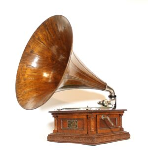 """1903 Victor """"D"""" Phonograph With Concert Sound Box & Original Spear Tip Horn"""