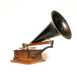 1904 Victor R Phonograph With Original Zinc Horn
