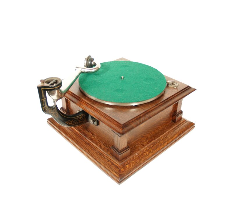 """1910 Victor V Phonograph With 22"""" Spear Tip Horn"""