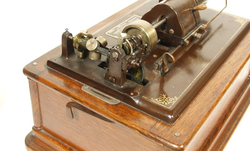 1910 Edison Opera Cylinder Phonograph -- Oak