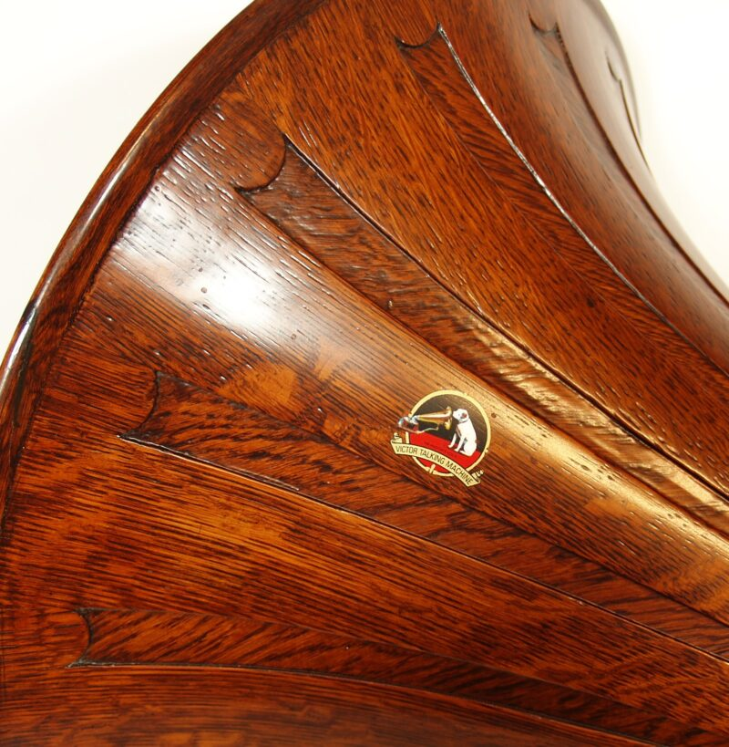1904 Victor Monarch Phonograph With Spear Tip Oak Horn