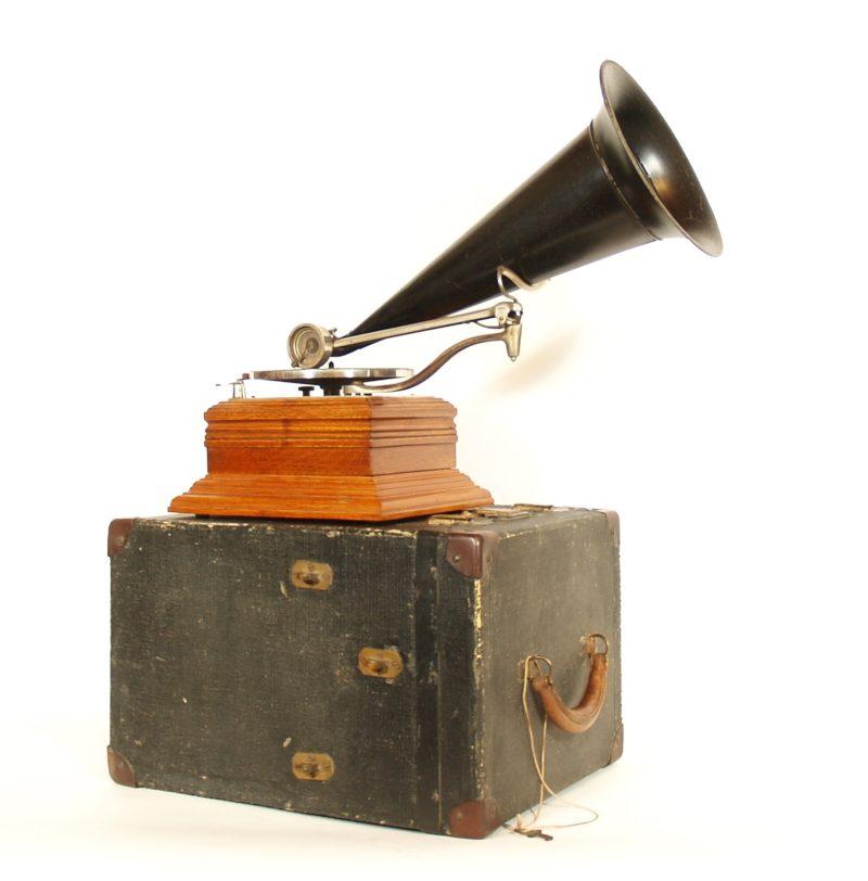 "1901 Zon-O-Phone ""C"" Phonograph With Scarce Original Eureka Carrying Case"