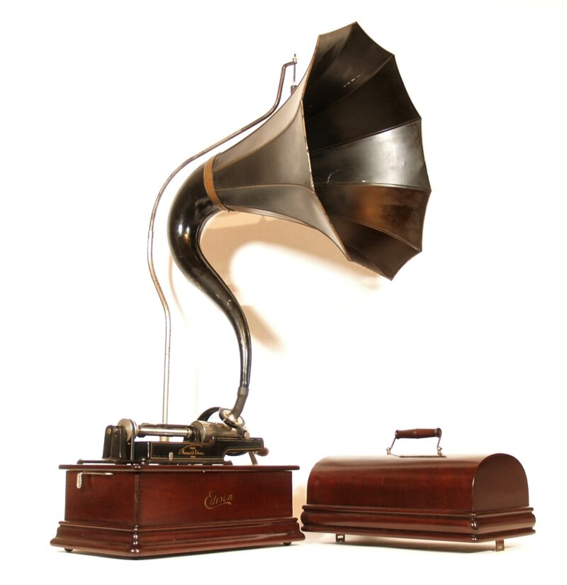 Edison Mahogany Home D Phonograph With Cygnet Horn & K Reproducer