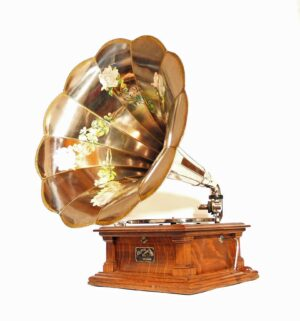 Victor V Phonograph With Hawthorne & Sheble Artistic Horn