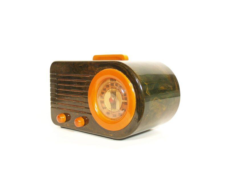 1940 Fada 115 Blue Marble Catalin Bullet Radio