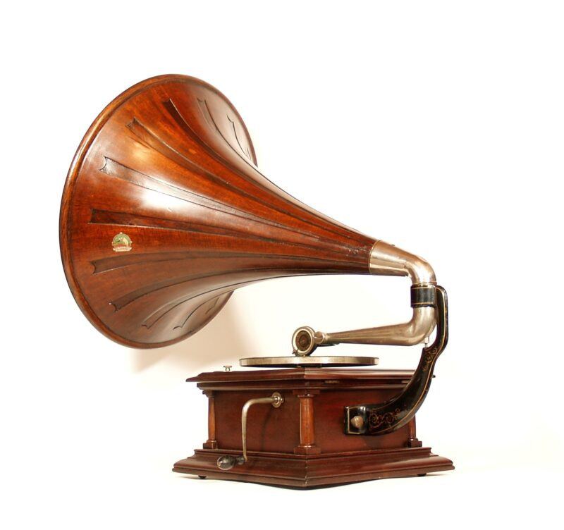 """1910 Victor IV disc phonograph With Victor 22"""" diameter """"Spear Tip"""" Horn"""
