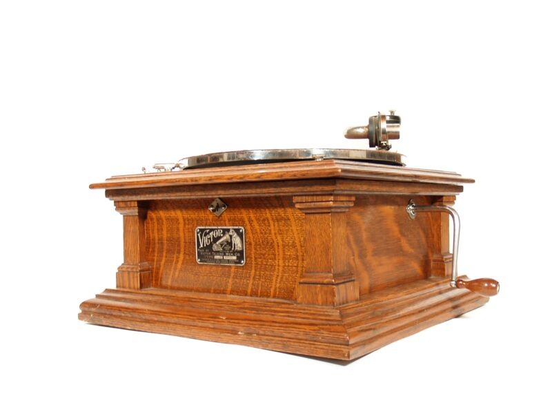 1909 Victor V Phonograph With Spear Tip Victor Oak Horn * Near Mint & All Original