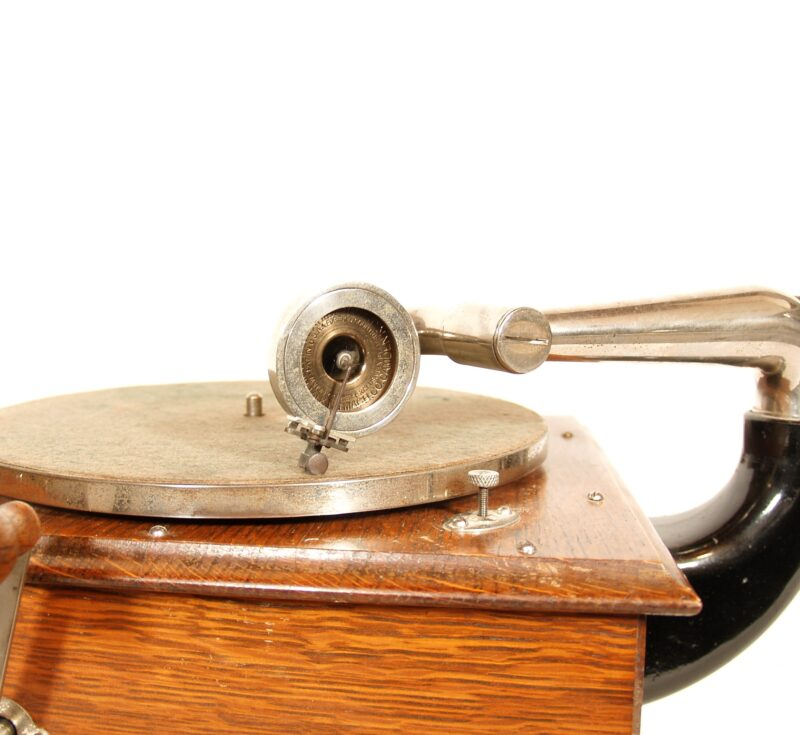 Early Victrola IV With Metal Grill