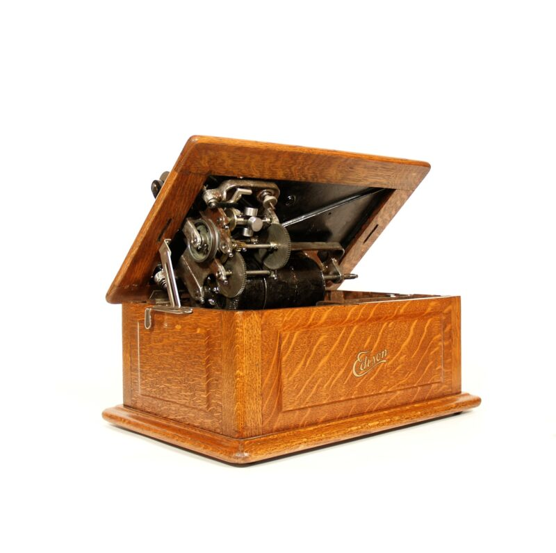 Edison Triumph E Phonograph With Music Master Wood Horn & O Reproducer