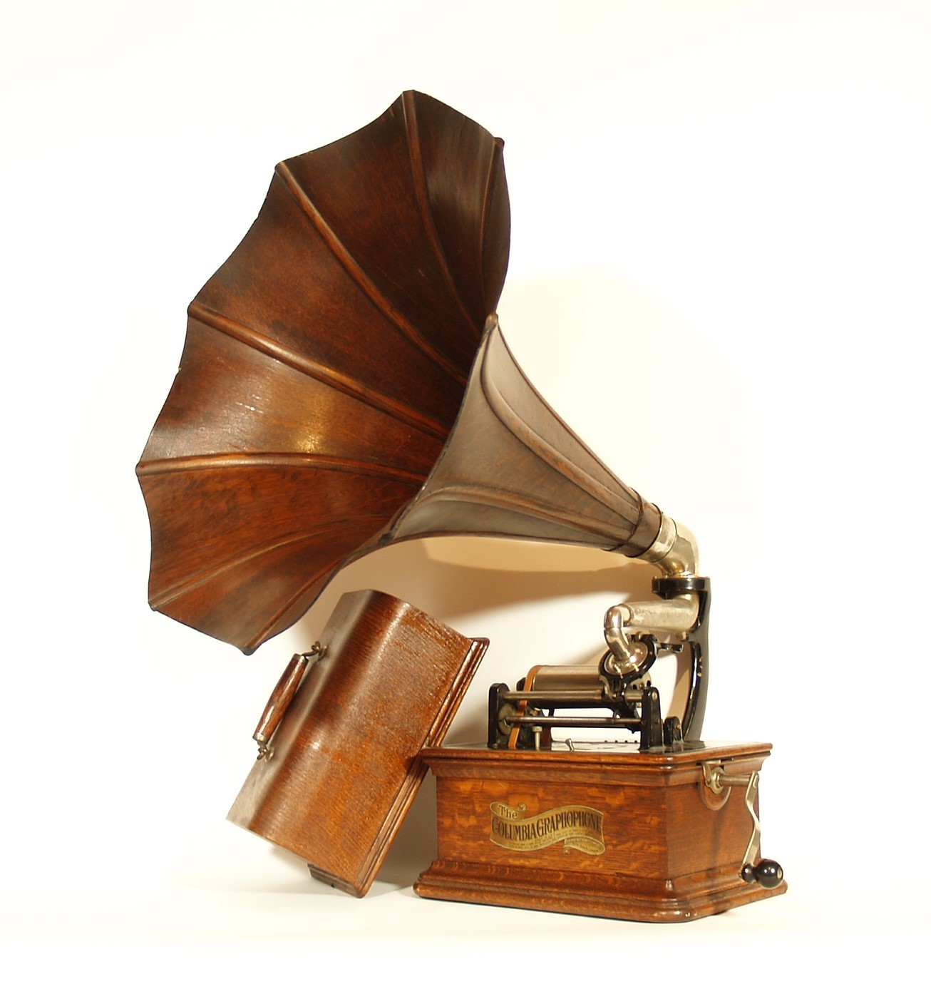 Columbia BKT with Early Scalloped Wood Horn