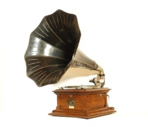 1912 Victor III Phonograph With Victor Flower Horn